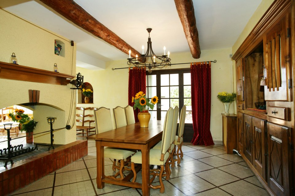 dinning-room-france_4791127173_l